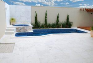 pedra para piscina: mármore