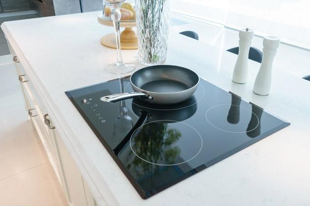 Pedra para cooktop instalada na cozinha