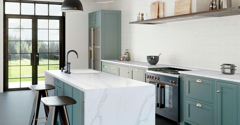 Cozinha com bancada composta por uma das novas cores de Silestone