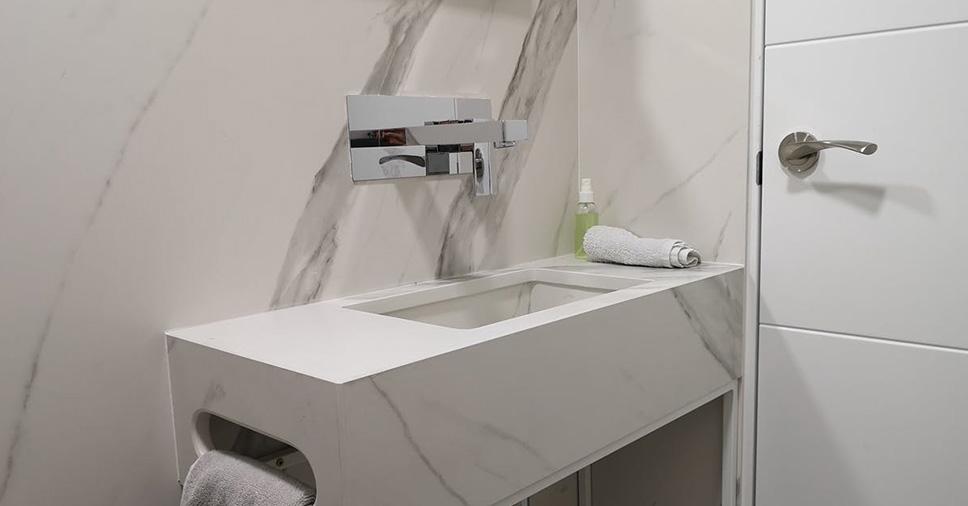 Cuba esculpida em pedra: conheça essa tendência para banheiros!